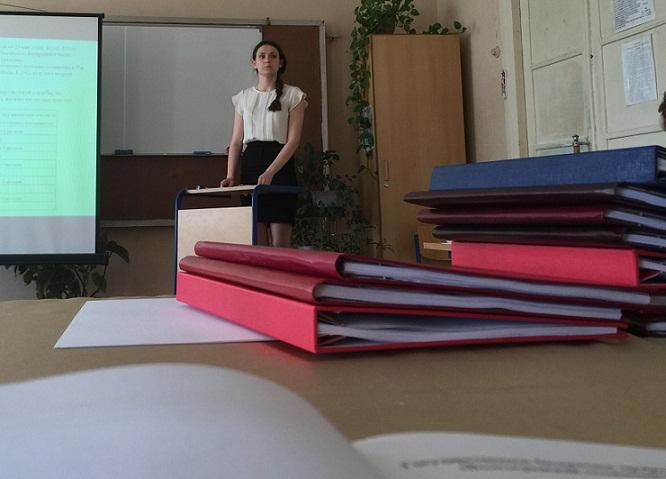 Волгоград Сотрудники АО КАУСТИК оценивают дипломные работы  Защита дипломов Каустик